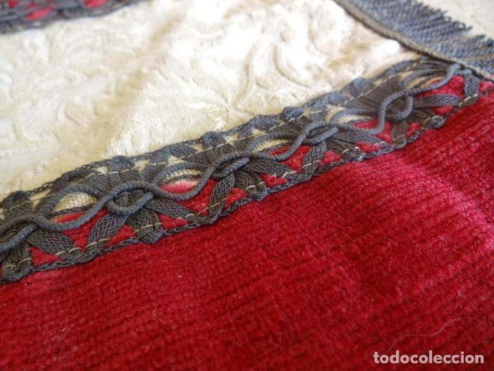 Antigüedades: antiguo mantel o tapete religioso bordado de principios de siglo 36 cm x 24 cm - Foto 7 - 34214975