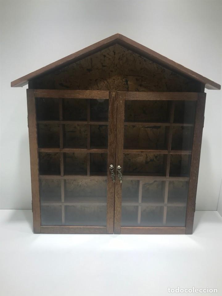 VITRINA DE MADERA Y CRISTAL PARA OBJETOS COMO COLECCIÓN DE DEDALES, FIGURAS O PERFUMES MINIATURA (Antigüedades - Muebles Antiguos - Vitrinas Antiguos)