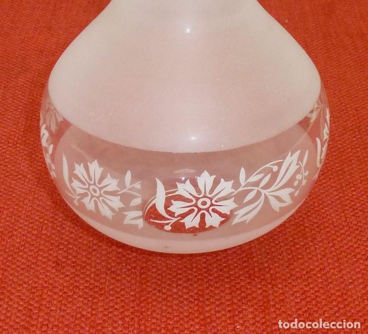 Antigüedades: T-4 - Tulipa De Cristal Decorada Al Acido. 19.5 X 12 Cm. - Foto 3 - 203955860