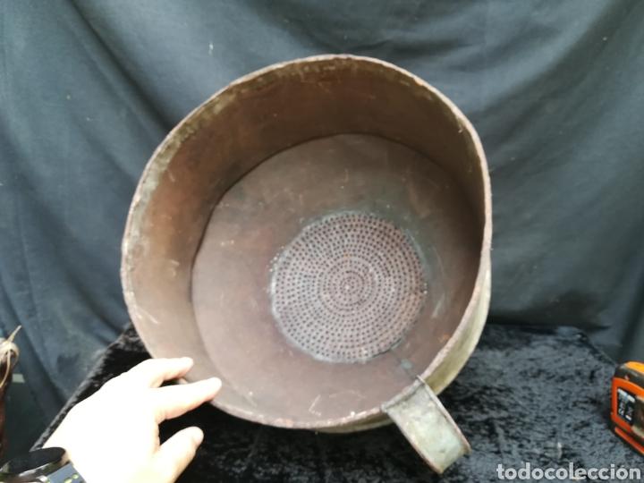 Antigüedades: Enorme embudo antiguo con filtro para llevar barricas - Foto 2 - 203963706