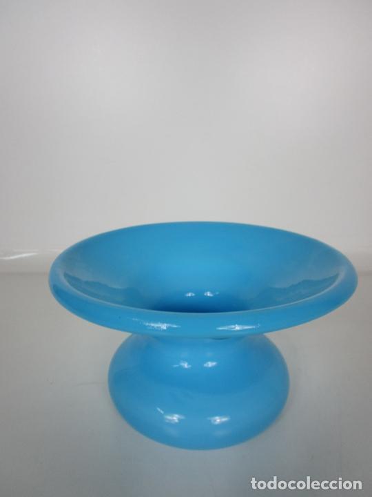 Antigüedades: Escupidera - Cristal La Granja - Opalina Azul - S. XIX - Foto 2 - 203969695
