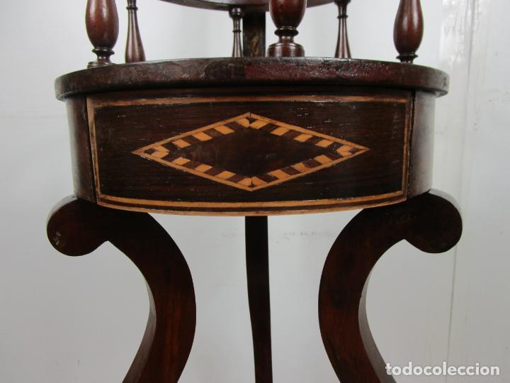 Antigüedades: Decorativo Mueble de Lavabo, Isabelino - Toallero en Madera de Caoba y Marquetería - S. XIX - Foto 9 - 231430090