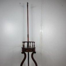Antigüedades: DECORATIVO MUEBLE DE LAVABO, ISABELINO - TOALLERO EN MADERA DE CAOBA Y MARQUETERÍA - S. XIX. Lote 203981732