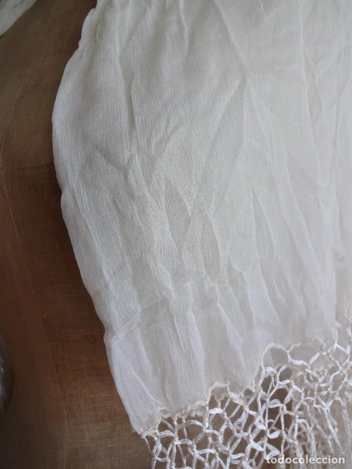 Antigüedades: antiguo manton de seda color blanco - Foto 5 - 203991342