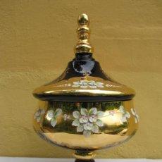 Antigüedades: TIBOR O COPA CON TAPA CRISTAL BOHEMIA PINTADO A MANO EN ORO. SELLADO. Lote 203996155