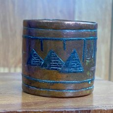 Antigüedades: CILINDRO EN LATON O COBRE CON MOTIVOS EGIPCIOS. Lote 203998651