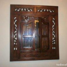 Antigüedades: ESPEJO DE MADERA TALLADA GRANDE 89,5 X 80 CM. CON VENTANAS ESPEJO 55 X 45 CM. INDONESIA. Lote 204086145