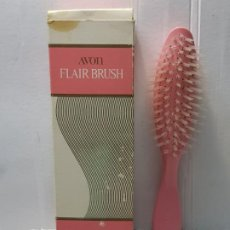 Antigüedades: ANTIGUO CEPILLO AVON PELO FLAIR BRUSH EN FUNDA ORIGINAL SIN USO ESCASO. Lote 204089101