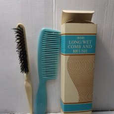 Antigüedades: ANTIGUO CEPILLO Y PEINE AVON PELO COMB AND BRUSH EN FUNDA ORIGINAL SIN USO ESCASO. Lote 204089572