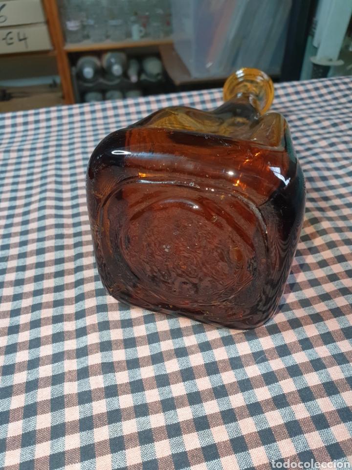 Antigüedades: Botella Artística Ámbar Antigua Fábrica De Vidrio En Manresa Desaparecida Por Los Años 60. - Foto 6 - 204114812