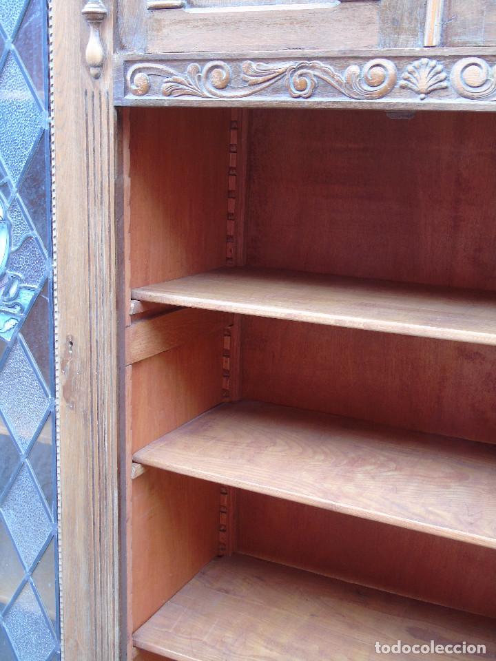 Antigüedades: ANTIGUO ARMARIO DE MADERA PARA DESPACHO O BIBLIOTECA, CON CRISTALES EMPLOMADOS. - Foto 14 - 204147127