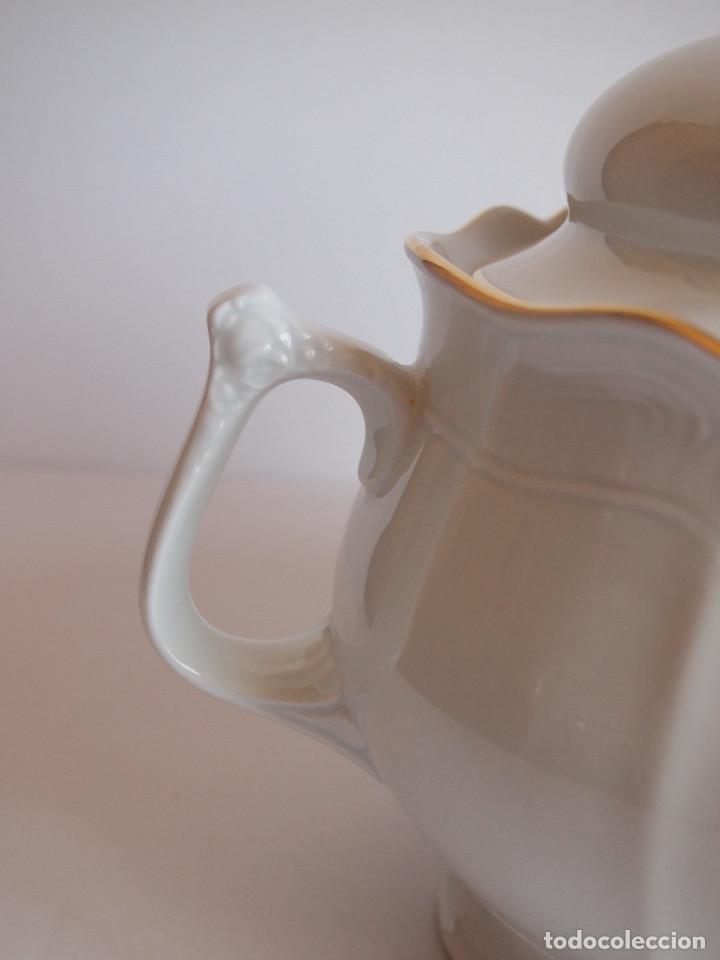 Antigüedades: sopera porcelana santa clara. Con flores en relieve y filo dorado - Foto 3 - 204159087