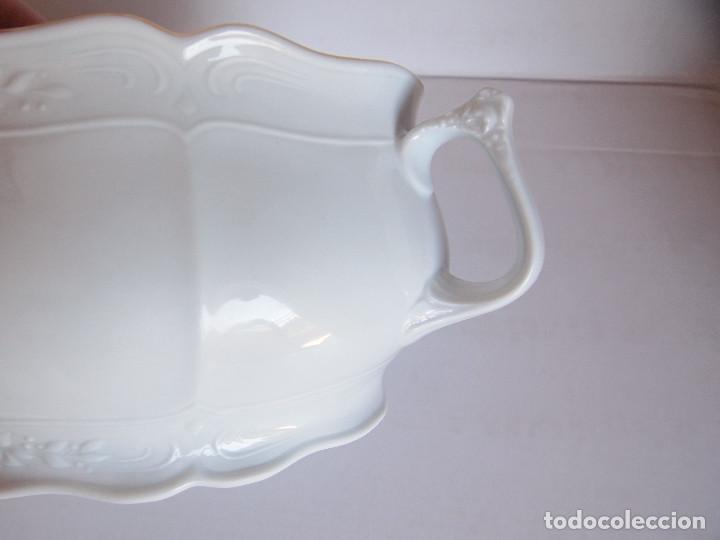 Antigüedades: sopera porcelana santa clara. Con flores en relieve y filo dorado - Foto 4 - 204159087