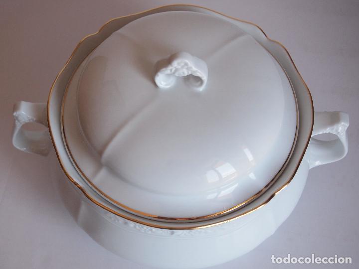 Antigüedades: sopera porcelana santa clara. Con flores en relieve y filo dorado - Foto 8 - 204159087