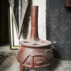 Antigüedades: PEQUEÑA COCINA DE BARRO, CREO QUE DE USO DECORATIVO. Lote 204172722