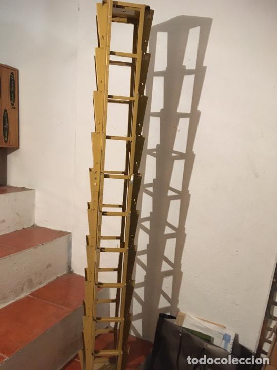 Antigüedades: Antiguo expositor metálico para postales. mide 134 x19 x 19 cms. fotos - Foto 5 - 204183058