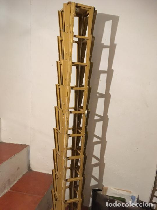 ANTIGUO EXPOSITOR METÁLICO PARA POSTALES. MIDE 134 X19 X 19 CMS. FOTOS (Antigüedades - Varios)