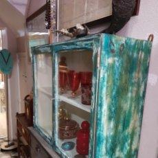 Antigüedades: MUEBLECITO DE COLGAR, COLORES ORIGINALES, RESTAURADO.. Lote 204186103