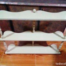 Antigüedades: BONITA ESTANTERIA DE TRES PISOS. Lote 204217538