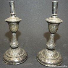 Antigüedades: PAREJA DE CANDELEROS DE PLATA- BARROCO, S.XVIII. Lote 204253612
