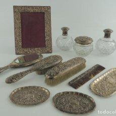 Antigüedades: ANTIGUO JUEGO DE TOCADOR DE PLATA DE LEY CON MARCAS EXCELENTE DECORACIÓN. Lote 204257402