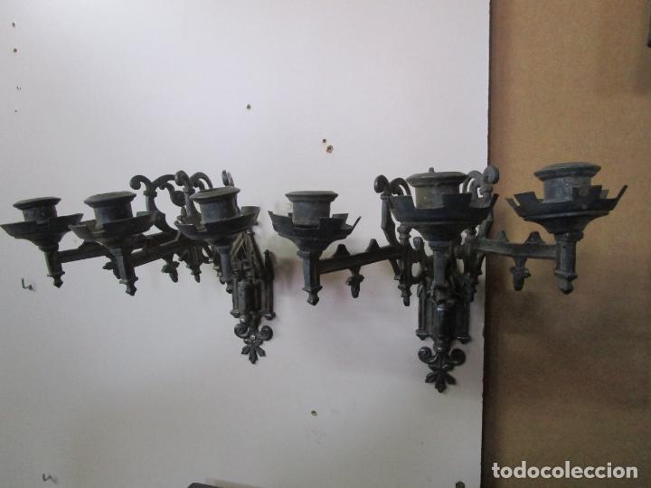 Antigüedades: Pareja de Candelabros para Piano - Apliques Neogóticos - Bronce Plateado - Finales S. XIX - Foto 2 - 204261128