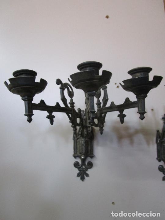 Antigüedades: Pareja de Candelabros para Piano - Apliques Neogóticos - Bronce Plateado - Finales S. XIX - Foto 4 - 204261128