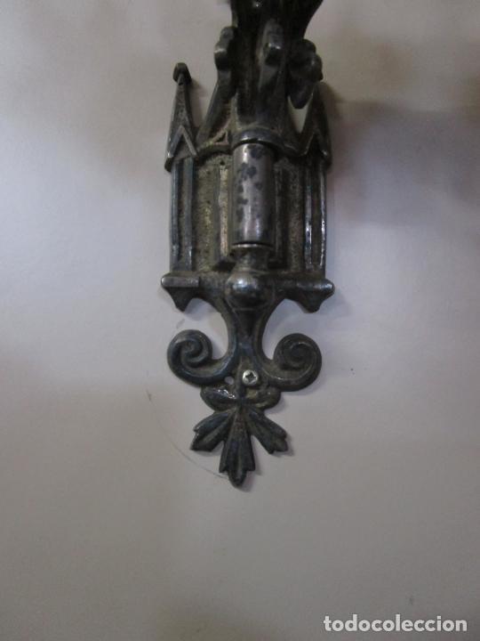 Antigüedades: Pareja de Candelabros para Piano - Apliques Neogóticos - Bronce Plateado - Finales S. XIX - Foto 6 - 204261128