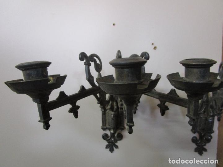 Antigüedades: Pareja de Candelabros para Piano - Apliques Neogóticos - Bronce Plateado - Finales S. XIX - Foto 7 - 204261128