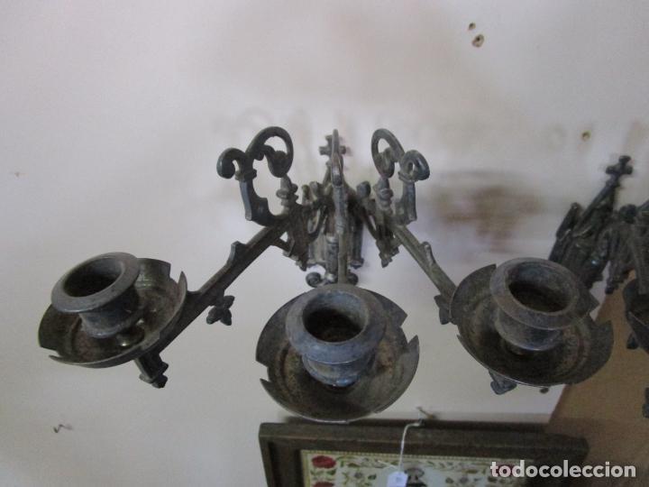 Antigüedades: Pareja de Candelabros para Piano - Apliques Neogóticos - Bronce Plateado - Finales S. XIX - Foto 9 - 204261128