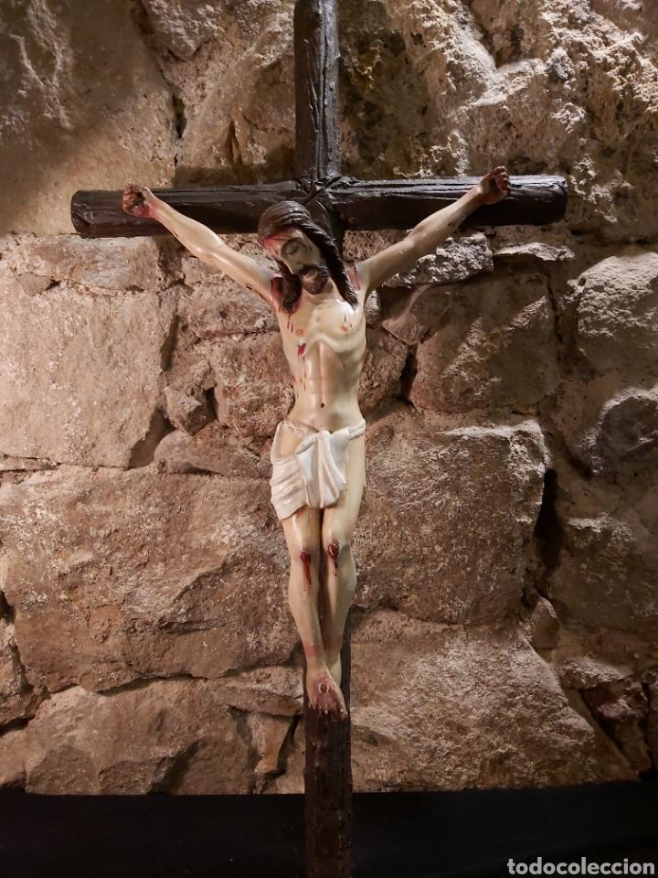 CRISTO CRUCIFICADO EN MADERA Y ESTUCO POLICROMADO (Antigüedades - Religiosas - Crucifijos Antiguos)