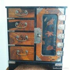 Antiquités: CAVINET JAPONES DE PRICIPIOS XX CON LACA Y MADERAS EXOTICAS CON ,FINO TRABAJO. Lote 204345315