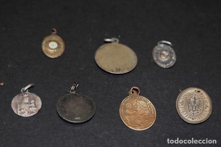 Antigüedades: LOTE DE MEDALLAS - DOS DE ELLAS RELICARIO - Foto 2 - 204345387