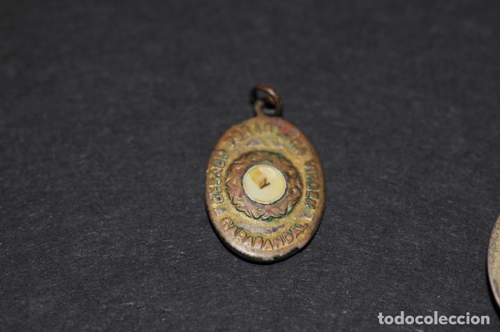 Antigüedades: LOTE DE MEDALLAS - DOS DE ELLAS RELICARIO - Foto 4 - 204345387