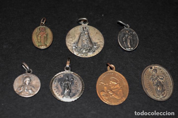 LOTE DE MEDALLAS - DOS DE ELLAS RELICARIO (Antigüedades - Religiosas - Medallas Antiguas)