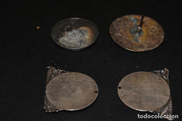 Antigüedades: LOTE 4 MEDALLAS DE PLATA - 3 RELIGIOSAS Y UNA MODERNISTA DE 3,5CM DE DIAMETRO - Foto 2 - 204346386