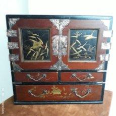 Antigüedades: CAVINET JAPONES DE SIGLO XIX EN LACA,FINO TRABAJO,JOYERO. Lote 204347385