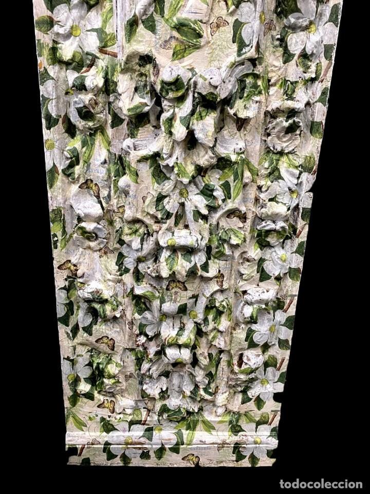 Antigüedades: Tabla efecto retablo decorada con flores camelias, mariposas,... - Foto 3 - 204362585