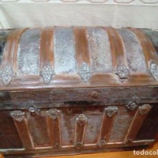 Antigüedades: ANTIGUO BAUL DE MADERA Y HIERRO. Lote 204365586