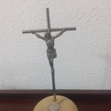 Antigüedades: CRUCIFIJO METALICO SOBRE PIEDRA RECUERDO DE LA CUEVA SANTA. Lote 204372766