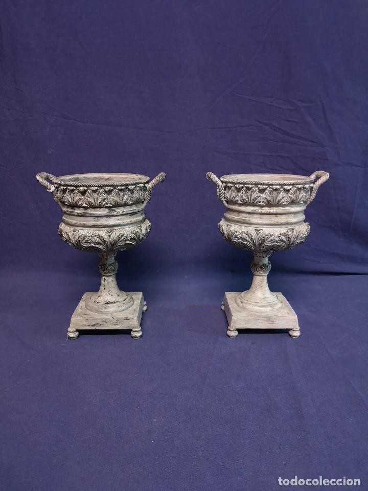 PAREJA DE COPAS BRONCE PINTADAS (Antigüedades - Hogar y Decoración - Copas Antiguas)