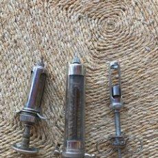 Antigüedades: JERINGAS ANTIGUAS DE VETERINARIO. Lote 204426358