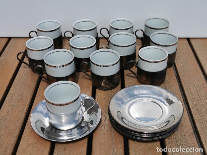 12 TAZAS DE CAFE ALPACA + 11 PLATITOS A JUEGO - INTERIOR VASITO DE CERAMICA CON BORDE PLATEADO (Antigüedades - Plateria - Varios)