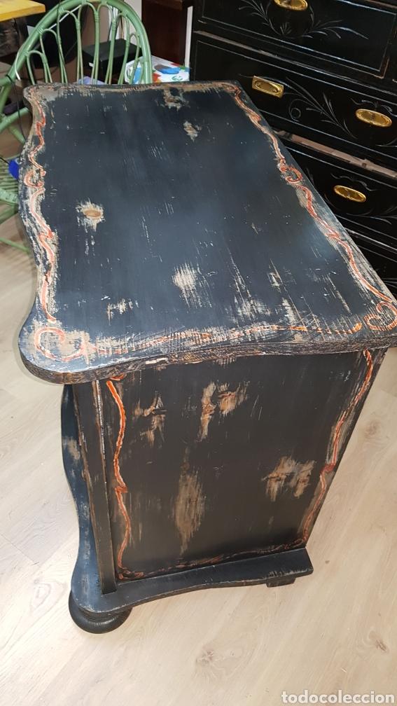 Antigüedades: Cómoda francesa de pino, ebonizada todo original, sólo se ha repasado y encerado. - Foto 2 - 204460786