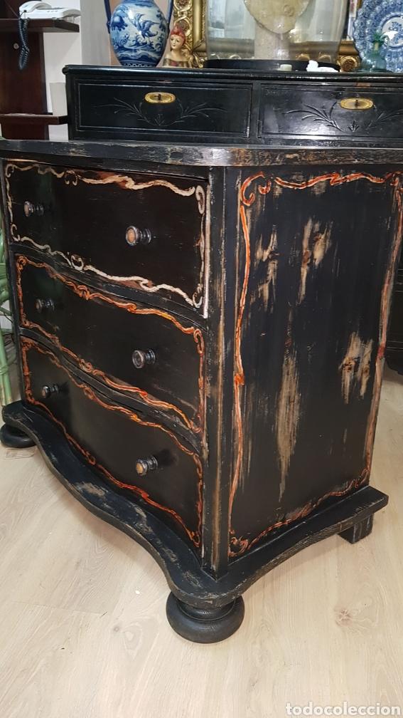 Antigüedades: Cómoda francesa de pino, ebonizada todo original, sólo se ha repasado y encerado. - Foto 3 - 204460786
