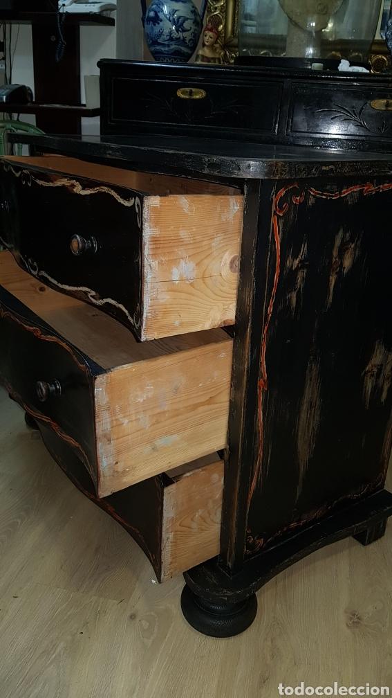 Antigüedades: Cómoda francesa de pino, ebonizada todo original, sólo se ha repasado y encerado. - Foto 4 - 204460786