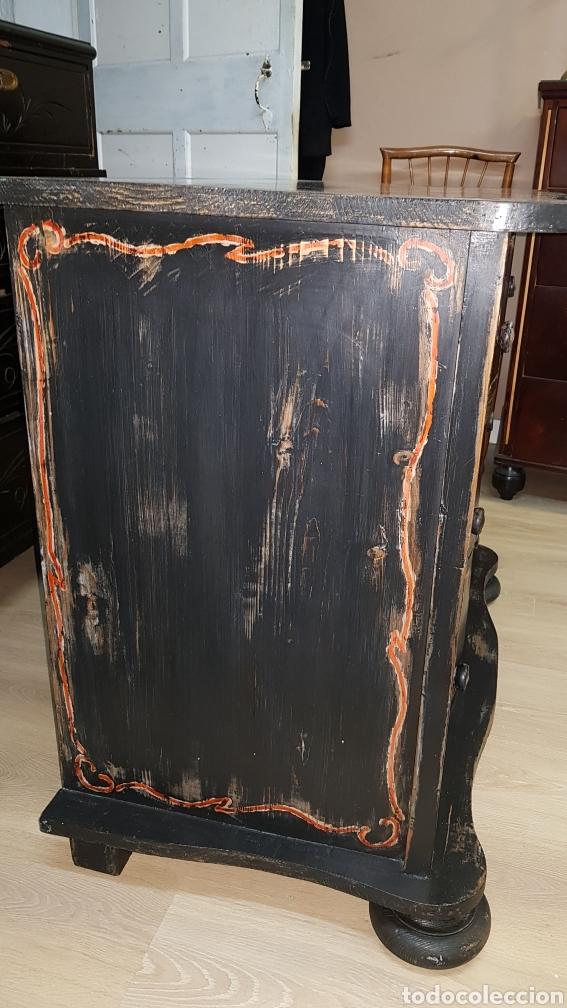 Antigüedades: Cómoda francesa de pino, ebonizada todo original, sólo se ha repasado y encerado. - Foto 5 - 204460786