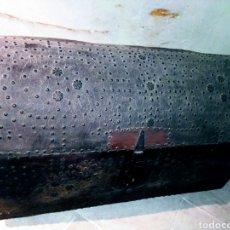 Antigüedades: MAGNIFICO BAUL-ARCÓN FORRADO EN PIEL Y CLAVETEADO. SIGLO XVI/XVII.. Lote 204469878