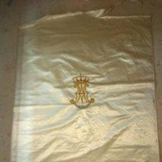 Antigüedades: ANTIGUA CORTINA DE SEDA CON ESCUDO BORDADO DE LA VIRGEN XIX. Lote 54160366