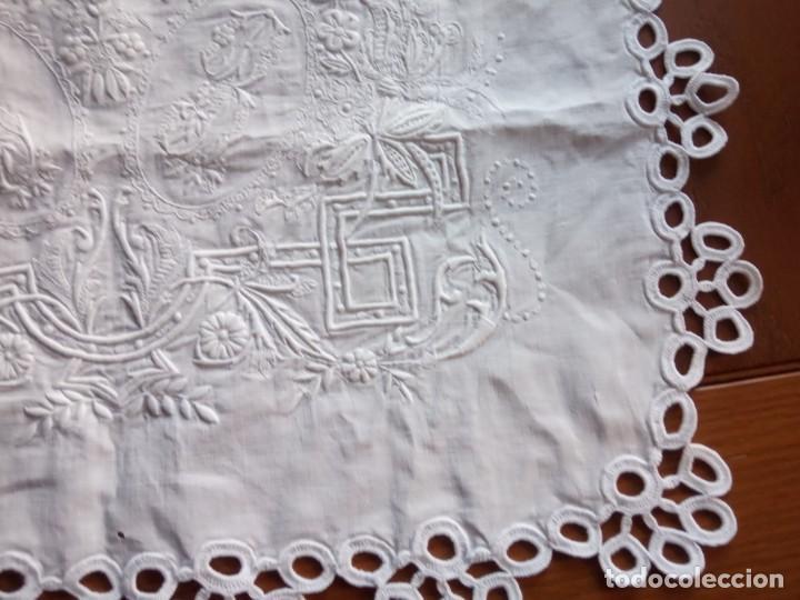 Antigüedades: CENTRO DE MESA TAPETE, BORDADO - Foto 5 - 204495150